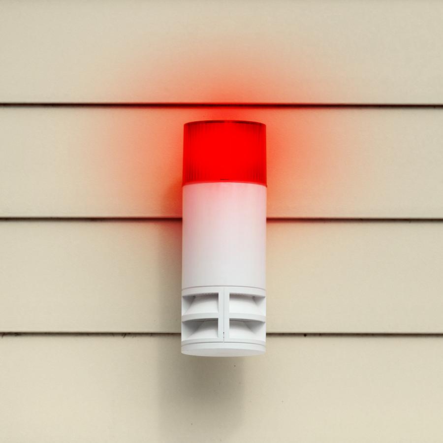 Sirene eines Alarmsystems außen am Haus